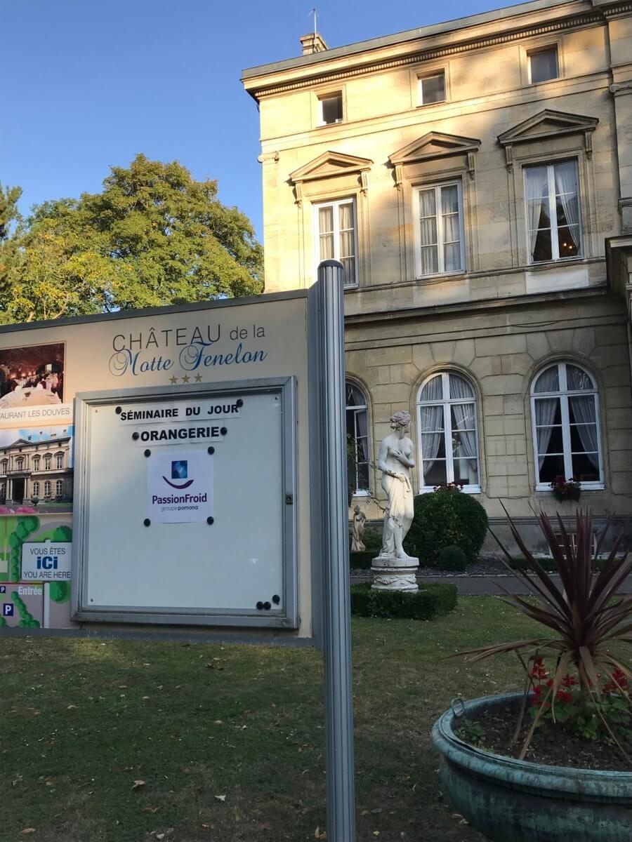 Alexis Fineltain pancarte-et-chateau-motte-fenelon-e1572637182359